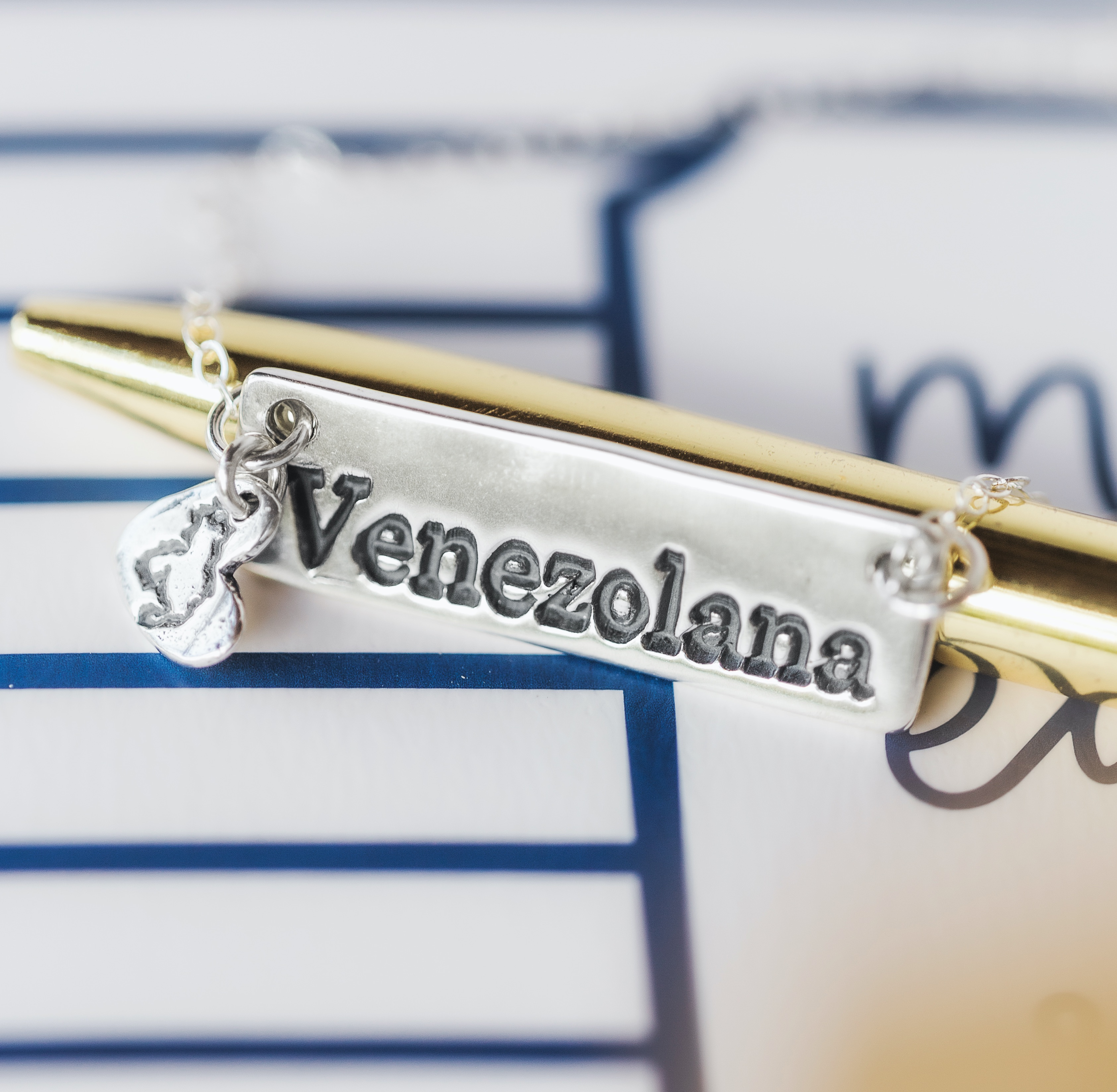 Venezolana Cadena de Plata Hecha a mano para mujer de Venezuela